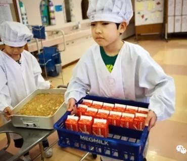 日本小学生是怎样用一顿「10元午餐」震惊世界的?