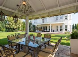 ·American Villa with Garden