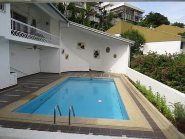 巴布亚新几内亚-带泳池的公寓