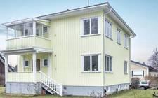 瑞典-3-storey wooden villa