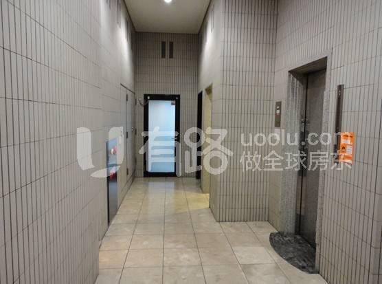 日本大阪-An office building land plus property for sale - in the heart of Osaka's busiest business district