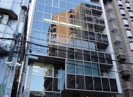 大阪·一栋办公楼土地加房产出售--在大阪最繁华商业圈的中心地段