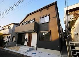 东京·世田谷区松原3丁目贅沢に降り注ぐ陽光が住空間に輝きを叶える邸
